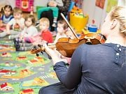 My jesteśmy krasnoludki - koncert na skrzypce w przedszkolu 4 Słonie. 17 XI 2016 r. Fot. Anita Kot